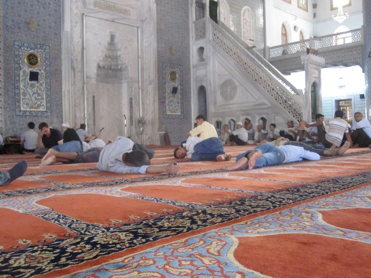 Mosquée de Sanliurfa par temps caniculaire